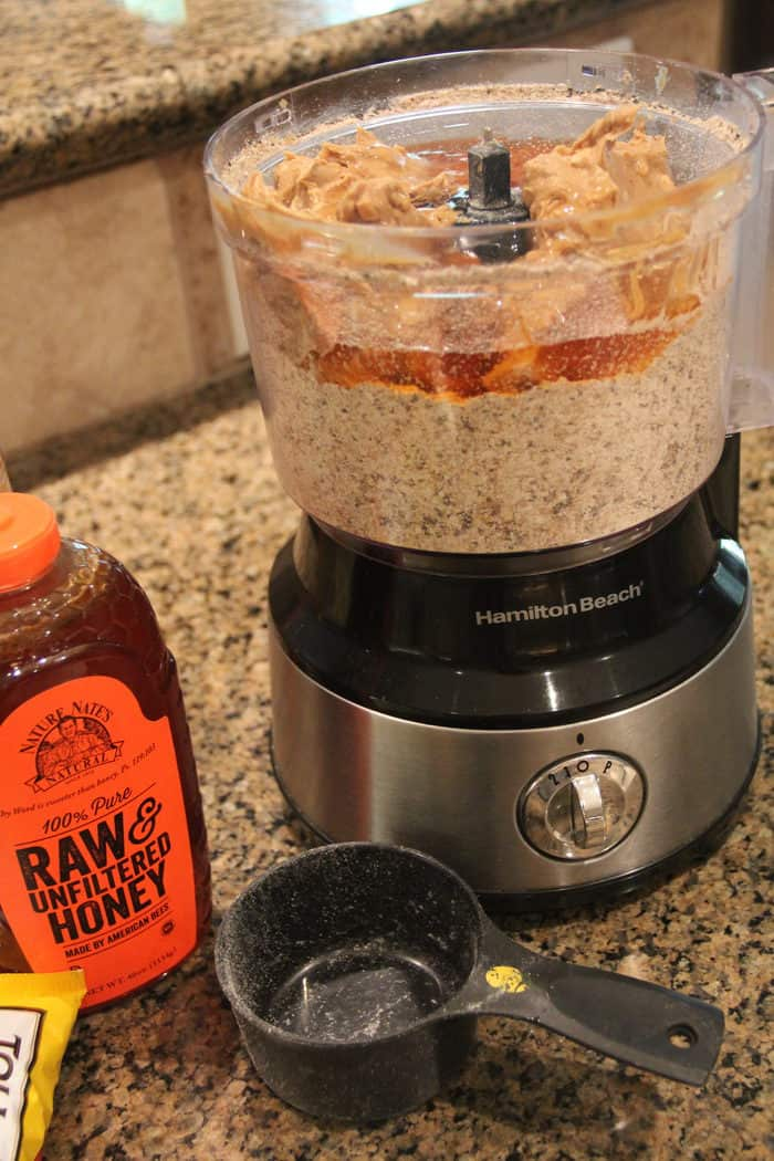 Power Balls -- A blend of oats, honey, peanut butter, craisens, chocolate chips, nuts, flax and chia seeds...for a perfect healthy snack!   suebeehomemaker.com