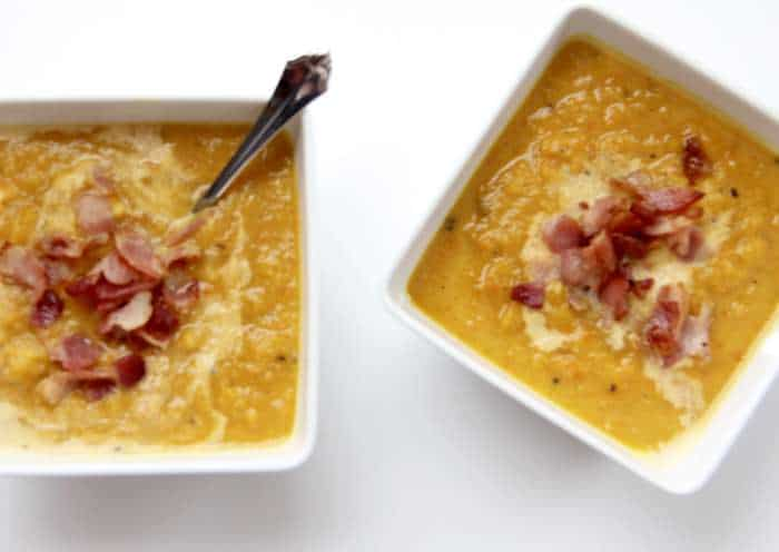 Butternut Squash Soup with Bacon -- a smooth and comforting autumn soup with a spicy bacon kick! | suebeehomemaker.com
