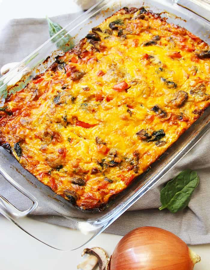 Overnight Omelette Breakfast Casserole -- a hearty and satisfying breakfast casserole that resembles an omelet and saves time in the morning! | suebeehomemaker.com