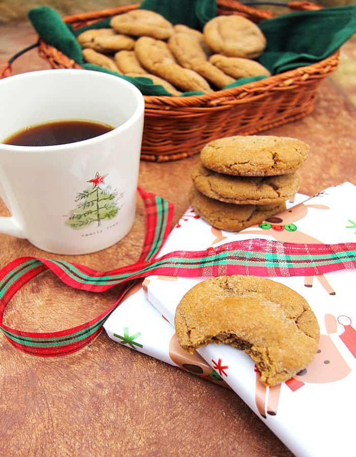 Soft and Chewy Gingersnap Cookies -- a super soft and chewy cookie with a full molasses flavor, perfect for the holidays! | suebeehomemaker.com
