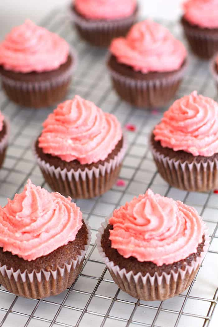 Chocolate Sweetheart Cupcakes -- a decadent chocolate cupcake with a sweet surprise inside, topped with a buttercream frosting! | suebeehomemaker.com