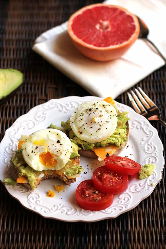 Poached Egg Avocado Muffins -- a protein packed breakfast sandwich featuring poached eggs, avocado, and cheese! | suebeehomemaker.com