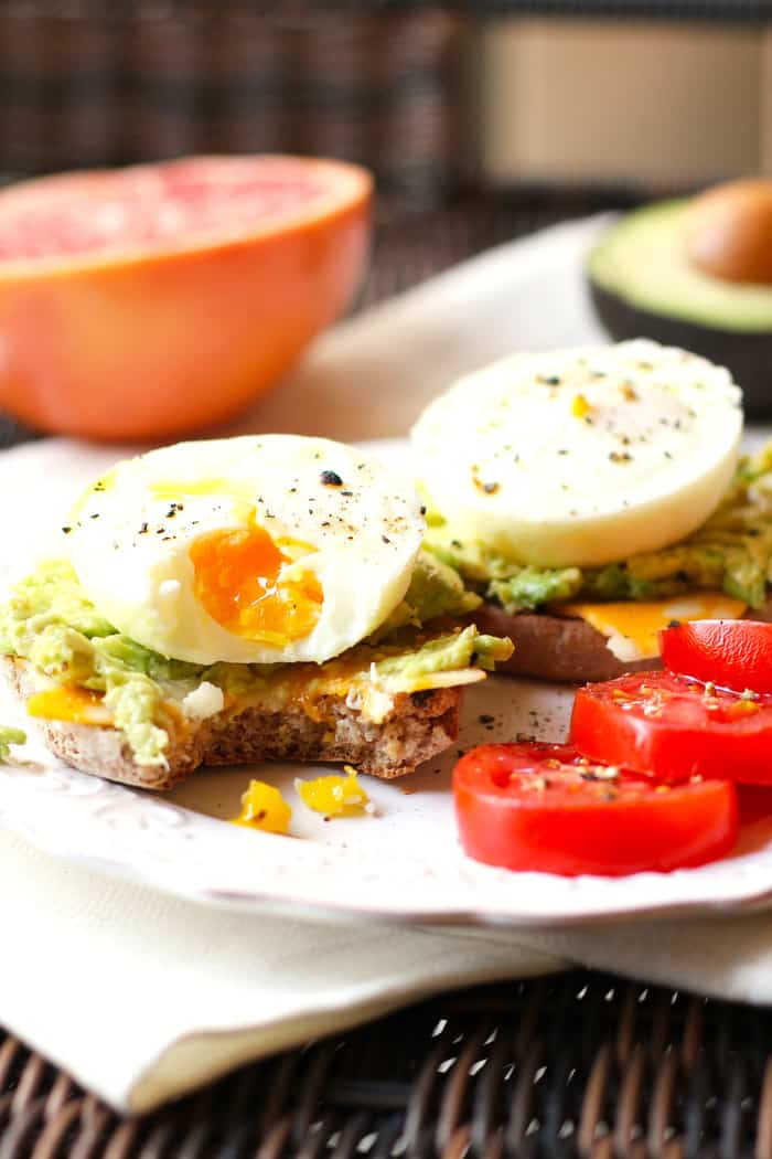 Poached Egg Avocado Muffins -- a protein packed breakfast sandwich ...