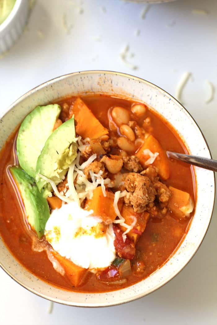 Sweet Potato Turkey Chili -- a hearty and healthy chili, loaded with beans, tomatoes, sweet potatoes, and lean ground turkey - perfect for cold days! | suebeehomemaker.com