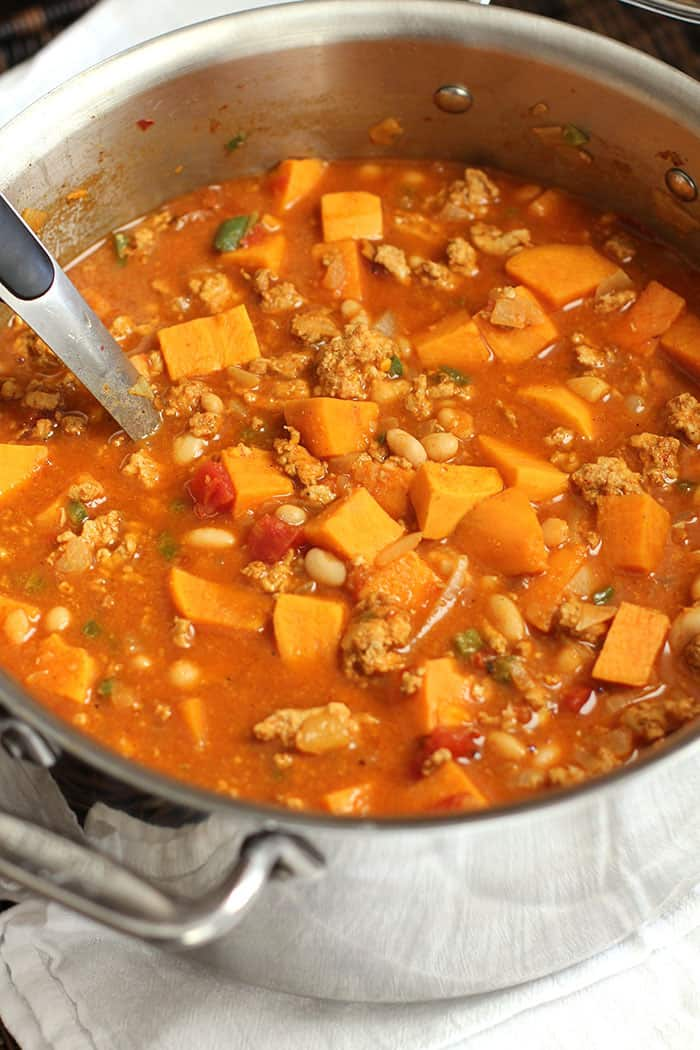 Sweet Potato Turkey Chili -- a hearty and healthy chili, loaded with beans, tomatoes, sweet potatoes, and lean ground turkey - perfect for cold days!   suebeehomemaker.com