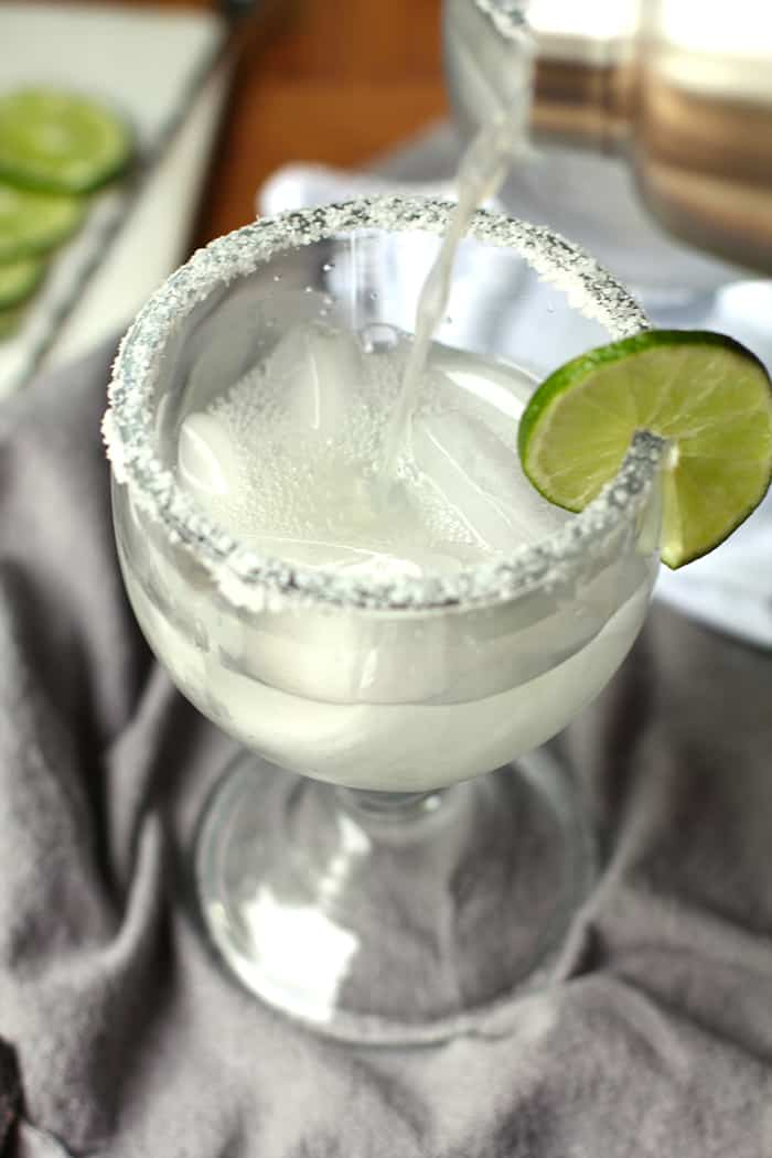 Classic Skinny Margaritas combining a good tequila, triple sec, fresh lime juice, and plenty of ice. Skip the simple syrup to make these skinny! | suebeehomemaker.com