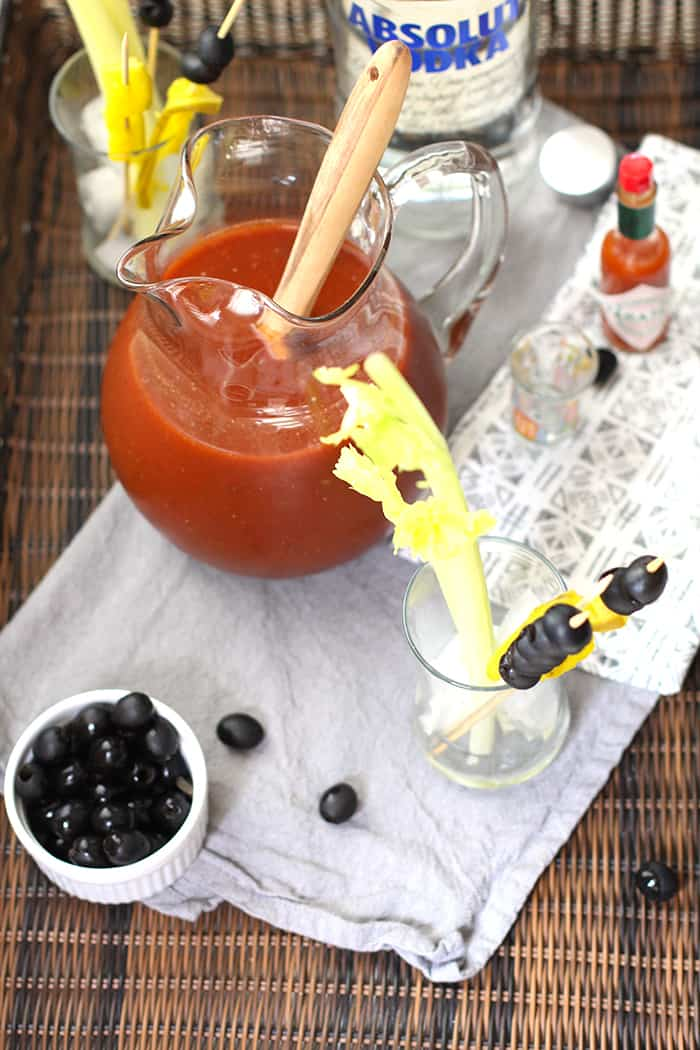 Spicy Bloody Mary Cocktails are a classic drink, full of peppery flavor - including tomato juice, Worcestershire Sauce, black pepper, dill, and vodka! | suebeehomemaker.com