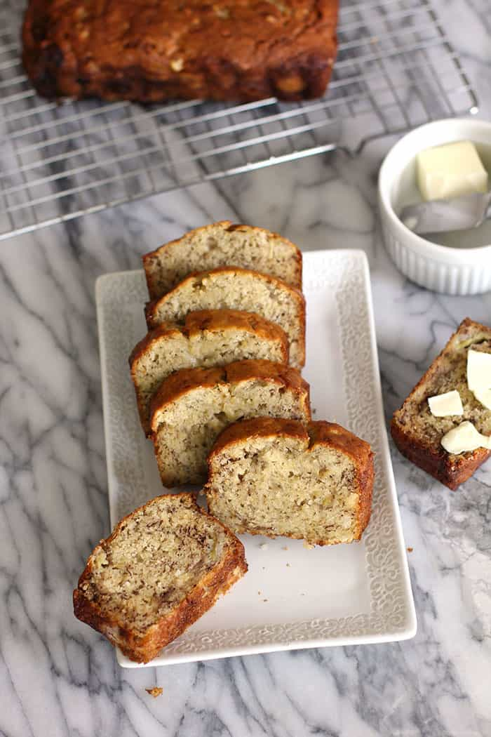 Norma Jean's Easy Banana Bread is a classic recipe. Six WHOLE pureed bananas and canola oil make this super moist and delicious EVERY time! | suebeehomemaker.com