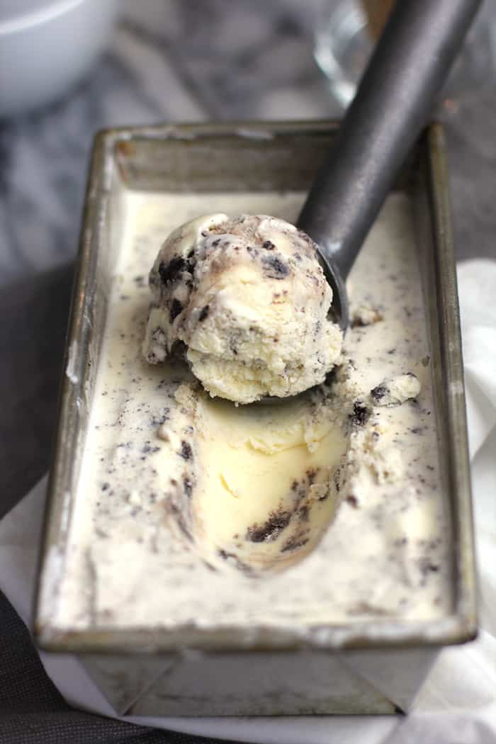 Cookies and Cream Ice Cream is one of my all-time favorite ice cream flavors! The Oreo cookies give the perfect crunch to an already sweet cream base! | suebeehomemaker.com