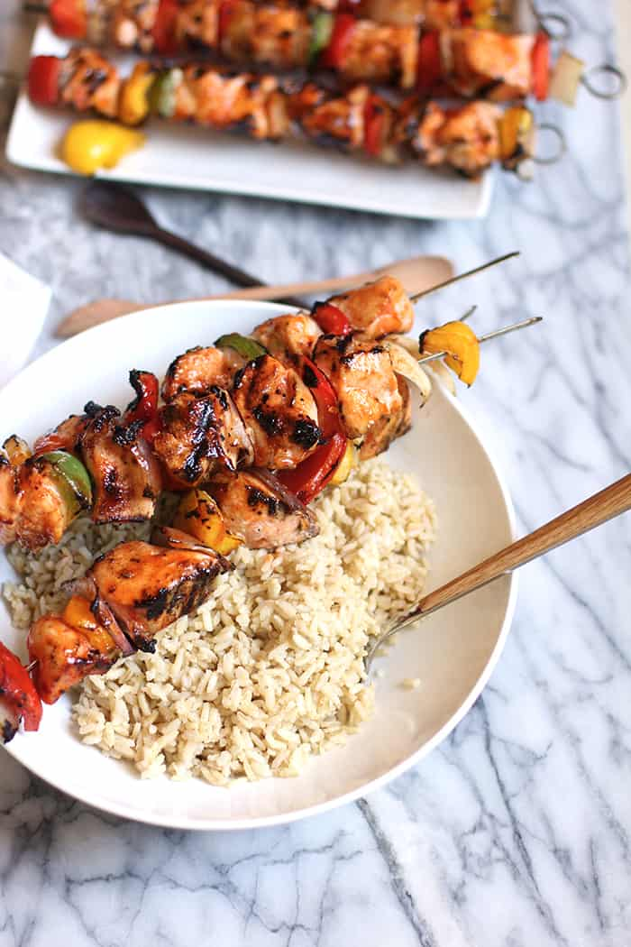 Honey Sriracha Chicken Kabobs are THE perfect summer grillin' recipe. Healthy, easy to prepare, and unbelievably sweet-and-spicy delicious! | suebeehomemaker.com