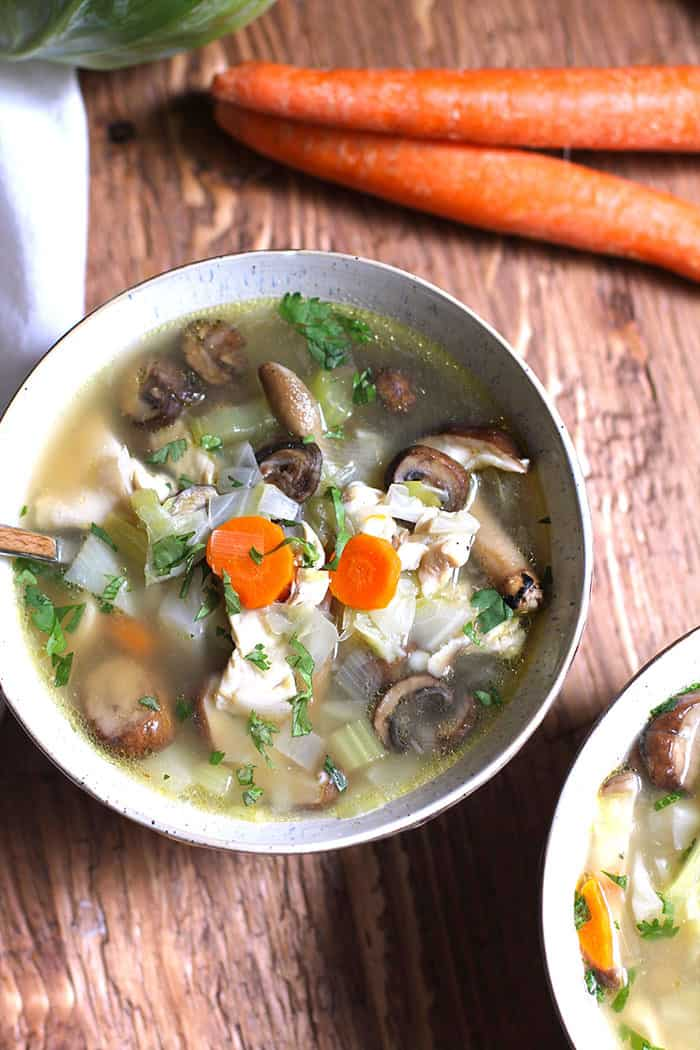 Detox Chicken Vegetable Soup is full of lean chicken breast, healthy vegetables, and a small amount of barley. Rich in antioxidants, vitamins and minerals! | suebeehomemaker.com