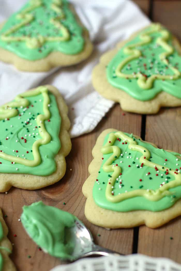 My mom's Easy Cut Out Sugar Cookies bring me tons of childhood memories. Made with simple ingredients and topped with a delicious and quick icing! | suebeehomemaker.com