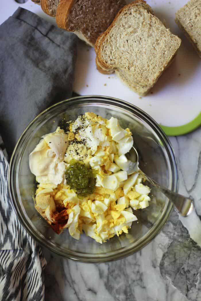 Classic Egg Salad Sandwiches are a simple combination of eggs, mayo, mustard, sweet relish, and a few spices. Eleven minutes to boil the eggs, and then just a few more to make the egg salad. Yes please! | suebeehomemaker.com