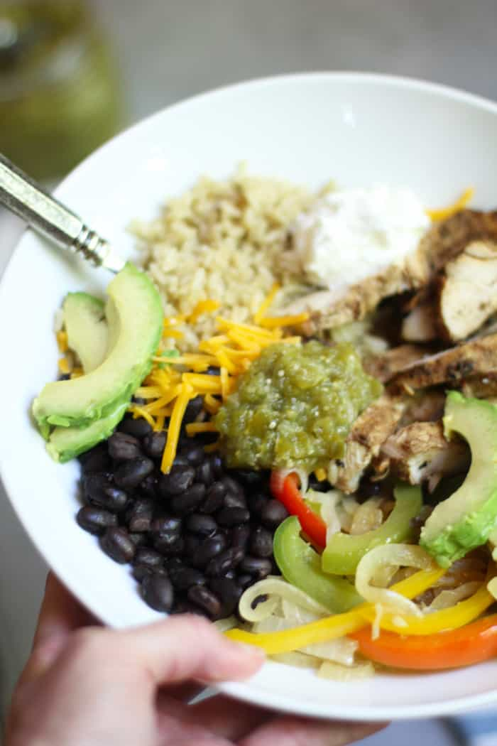 Grilled Chicken Burrito Bowls are classic Tex-Mex. Grill up some marinated chicken breasts and add rice, beans, onions, peppers, and all the toppings. This one is a favorite! | suebeehomemaker.com