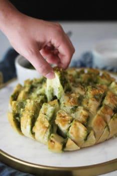 Cheesy Pesto Party Bread