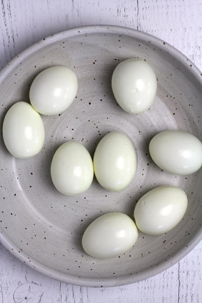 A bowl of 8 hard boiled peeled eggs.