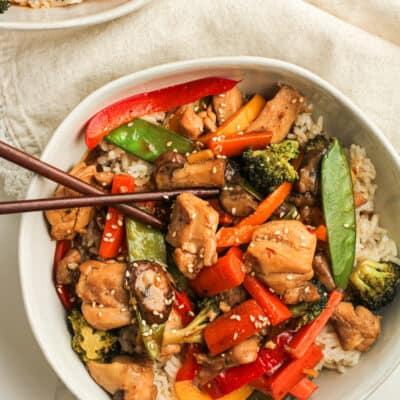 Closeup shot of a bowl of chicken veggie stir fry.