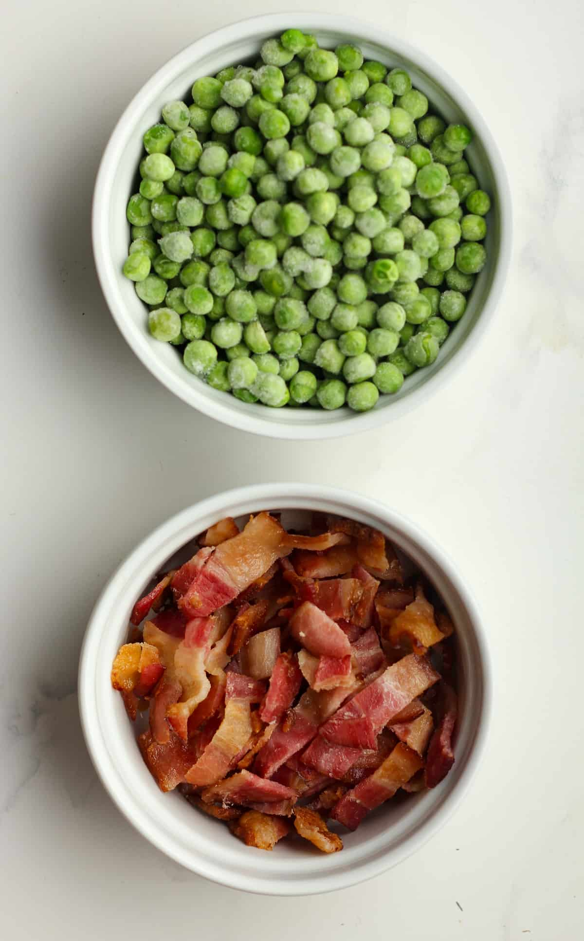 A bowl for the frozen peas and the cooked bacon.