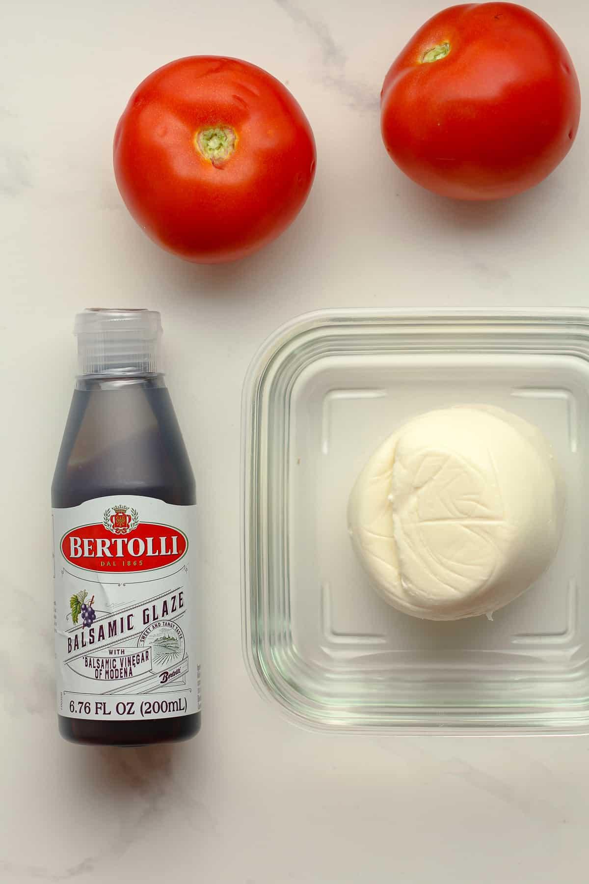 The Caprese ingredients.