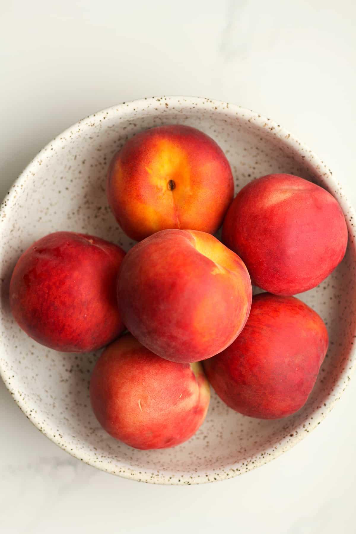A bowl of fresh peaches.
