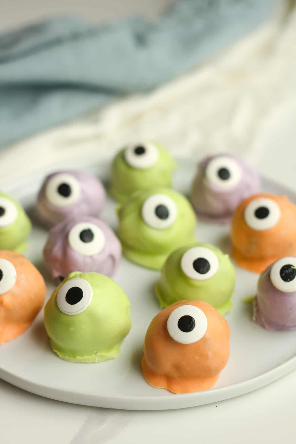 Side shot of Oreo cookie eyeballs.