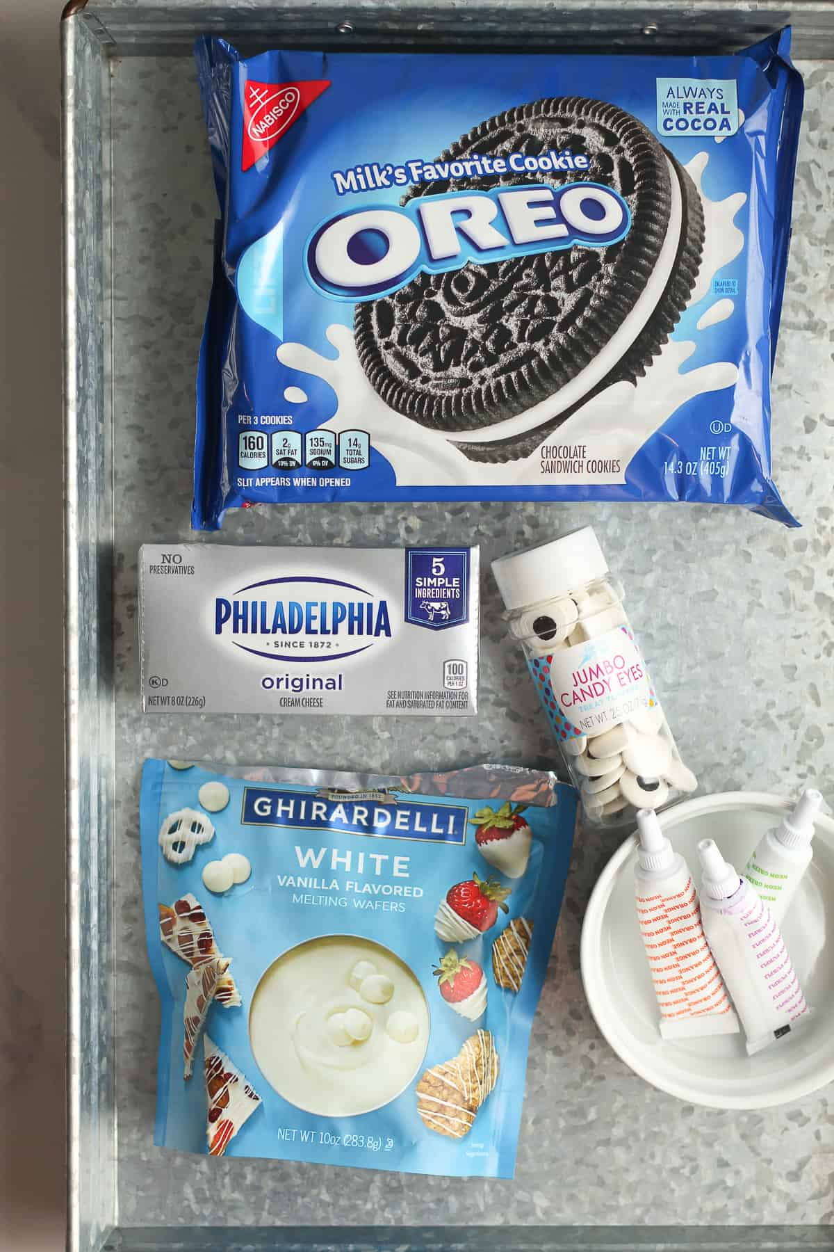 A tray with the Oreo Cookie Eyeball ingredients.