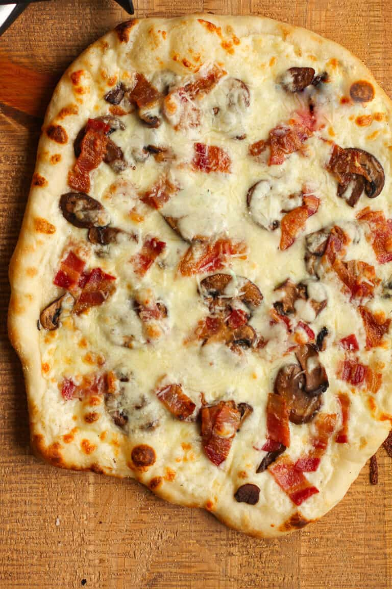 A grilled white sauce pizza.