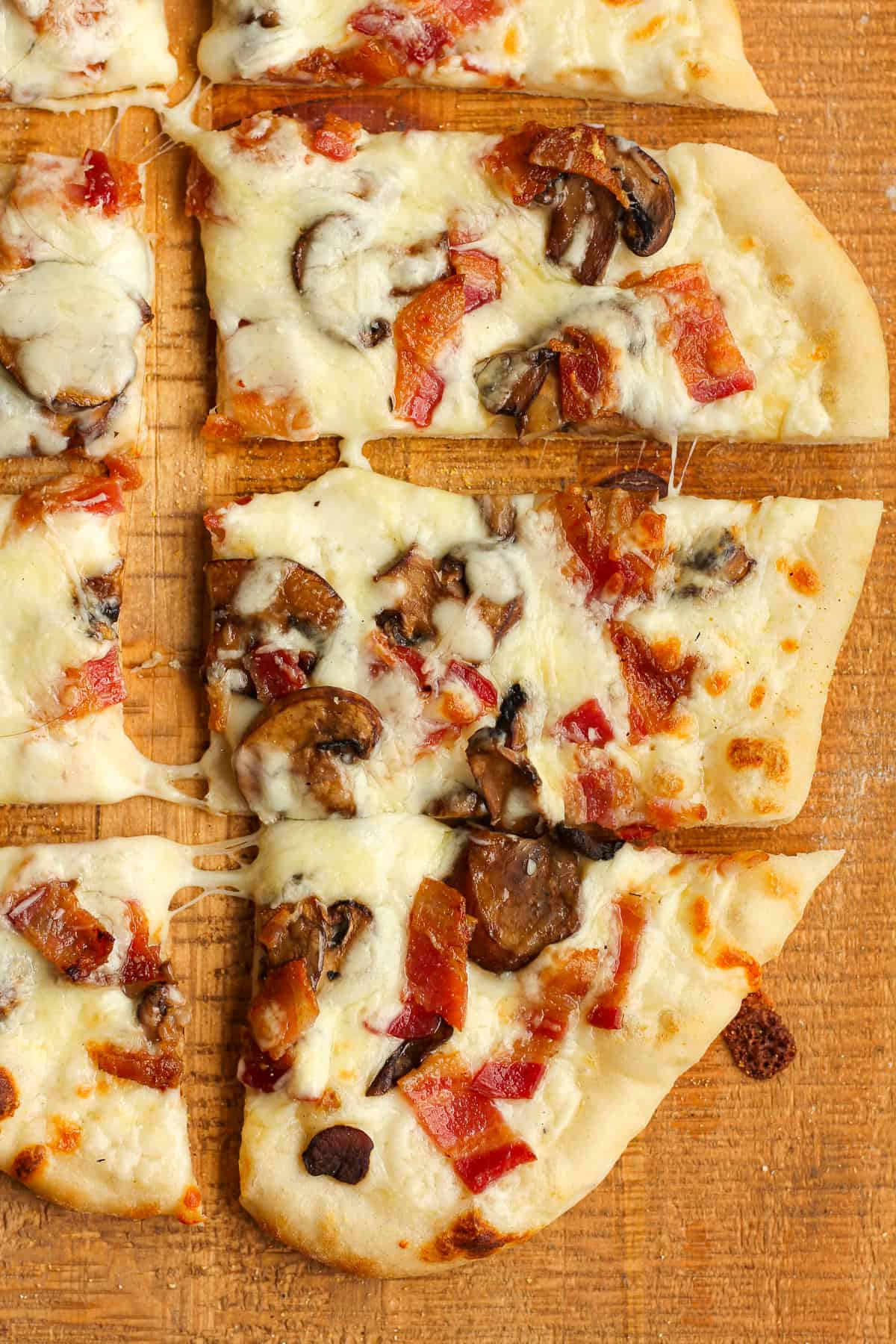 Closeup on some sliced white sauce pizza.